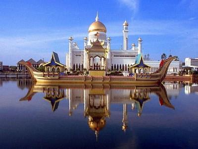 Празднование паломниками праздника Тайпусам в Малайзии