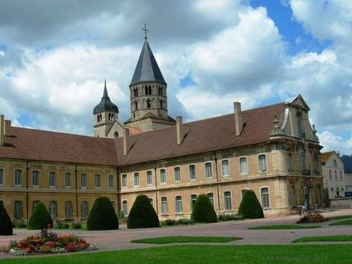 Памятники готической архитектуры ХI века во Франции