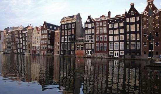 Каналы - главная достопримечательность Амстердама