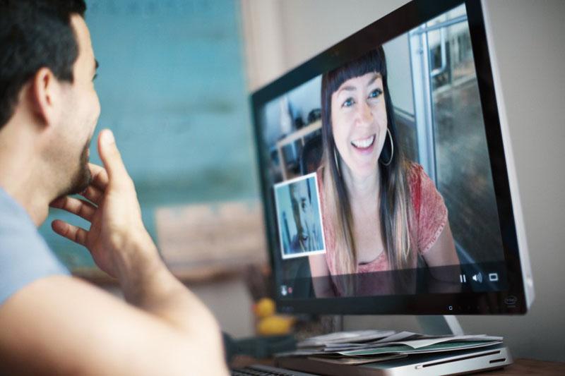Видео-чат с друзьями и семьей