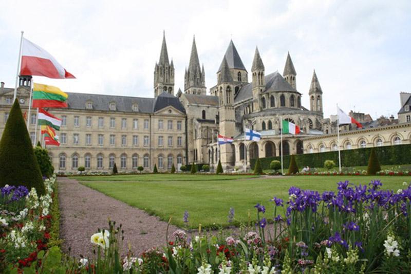 Самое прекрасное романское здание в Нормандии