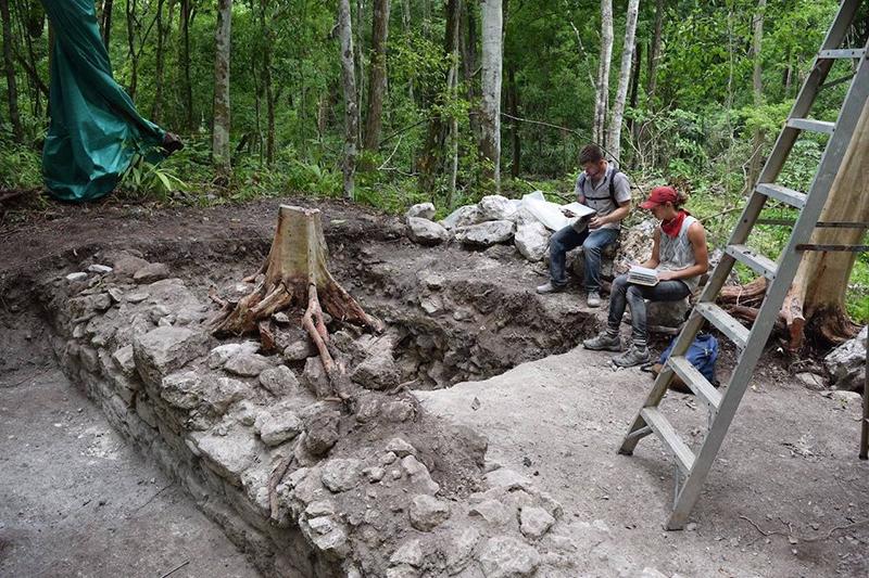 Главная цель проекта – больше узнать об обществах Северной и Южной Америки, а также обучить заинтересованных людей этике и процедурам археологии. На протяжении многих лет проект раскопал часть древнего города майя.