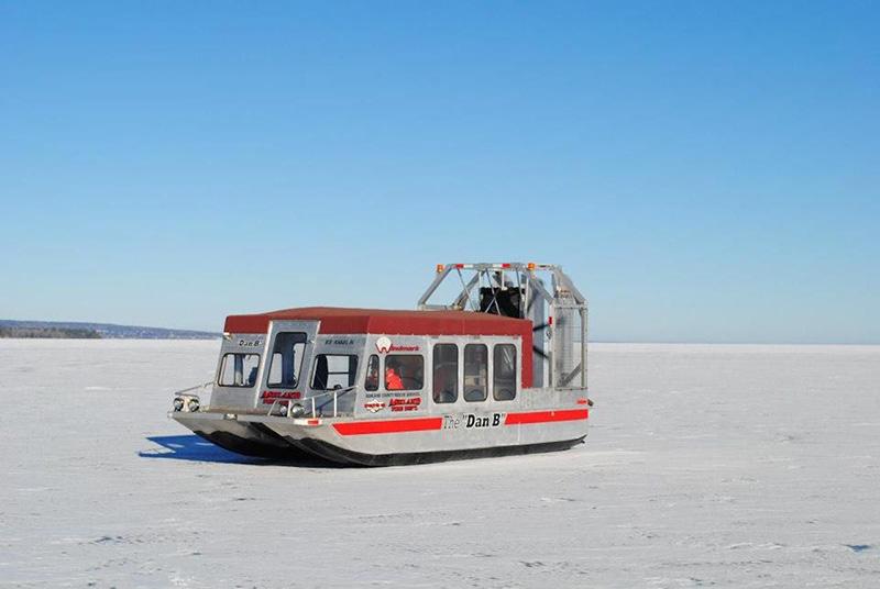 Чтобы испытать это интенсивное транспортное средство, вам придется отправиться на остров Мадлен, расположенный недалеко от побережья Висконсина. Ледяной ангел с воздушными винтами предназначены для безопасного и плавного скольжения по льду,