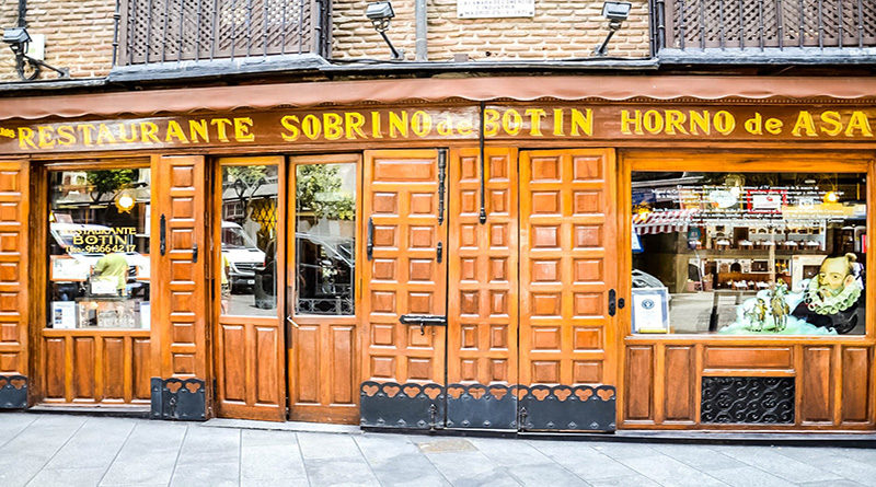 Как и большинство традиционных таверн Мадрида, еда в Ботине не быстрая. Прием пищи занимает не менее двух часов, и вы увидите, что ваши коллеги-обедающие погружены в разговор между подачей блюд