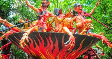 В Таиланде, напротив, в храмовых комплексах есть буддийский «сад ада» (наок на тайском языке), выполненный либо в виде статуй, либо в виде настенных росписей, как предупреждение о том, что ждет грешников в загробной жизни.