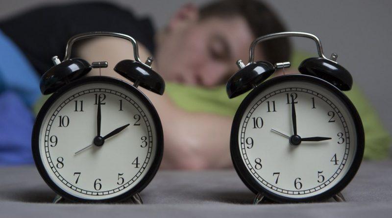 Старайтесь поддерживать постоянный режим сна в дни, предшествующие вашему путешествию, чтобы ваши «телесные» часы не сбивались и работали по обычному расписанию