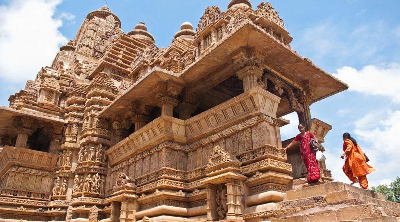 Известная как Земля духовности, Индия была родиной четырех основных религий, а именно индуизма, джайнизма, буддизма и сикхизма. Поэтому здесь находятся бесчисленные храмы, принадлежащие различным религиям