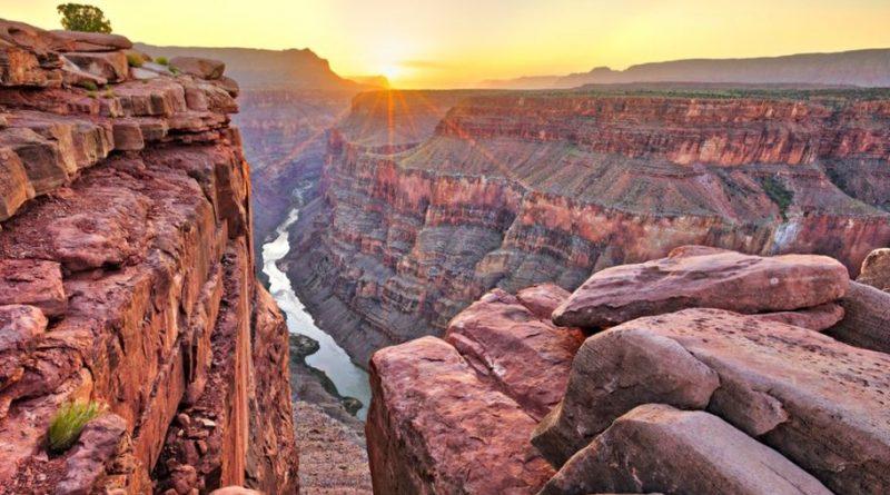Вода реки Колорадо была предметом многих сражений и войн между государствами, через которые она протекает, что сделало необходимым появления законодательства в отношении реки