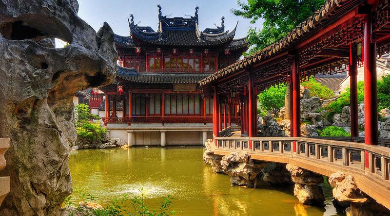 Если вы думали, что Китай внешне урбанизирован и очень похож в культурном отношении на Америку или некоторые европейские страны, вы обнаружите, что это действительно так, а с другой стороны абсолютно не так