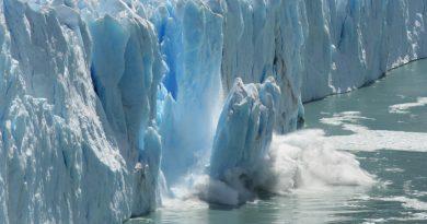 Сами шельфовые ледники уже находятся в океане, и их распад напрямую не увеличивает подъем уровня моря, но беспокойство возникает из-за льда, который вскоре будет сброшен непосредственно в океан, поскольку не останавливается ледниками