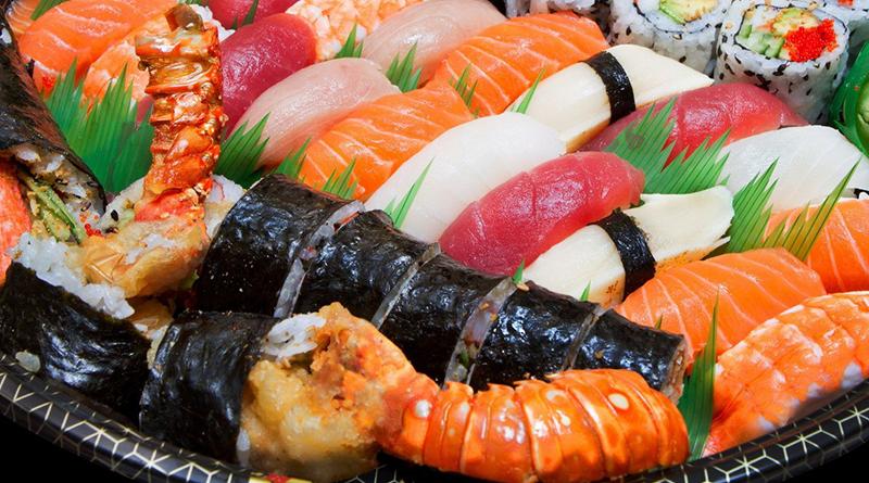 Кухня Японии развивалась на протяжении веков и на ее оказывали влияние ряд политических и социальных преобразований