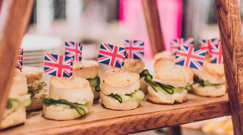 Сегодня вы можете попробовать блюда со всего мира – китайскую, индийскую, итальянскую, французскую, американскую, испанскую, тайскую и т.д., отражающие этническое разнообразие Британии и современную легкость путешествий