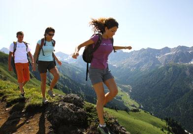 Туризм в лесной местности требует еще более тщательной подготовки. В связи с тем, что в лесах много насекомых, необходимо выбирать соответствующую одежду