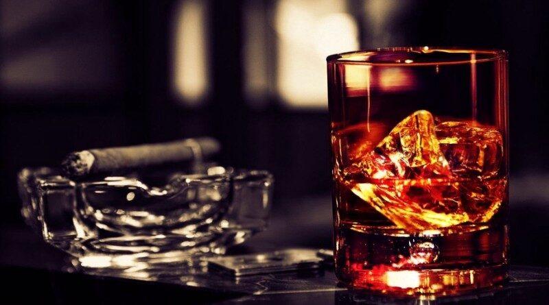 Бренди стало почти невозможно достать, и у опытные пьющих быстро развился вкус к «глоточку» шотландского виски