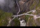 Пешеходный мост нависает на высоте 50 метров над водопадом и имеет длину 47 метров. Однако его самая уникальная особенность заключается в том, что мост расположен под наклоном