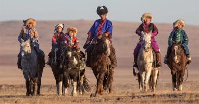 Для любителей активного отдыха верховая езда – это совершенно новый способ познакомиться с традициями кочевников и самыми красивыми районами Монголии.